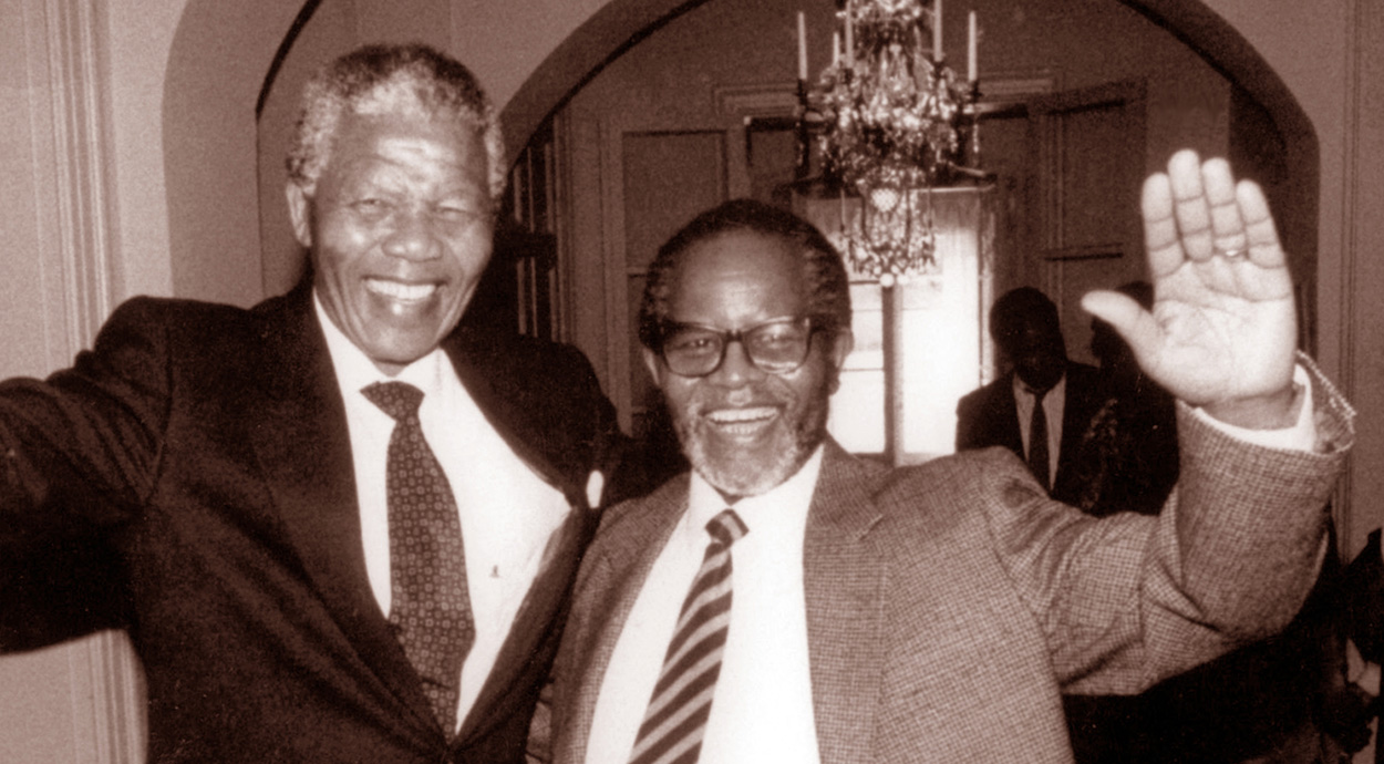 In 1990 Nelson Mandela and Oliver Tambo reunited after three decades apart – the one in prison, the other in exile. (Image: University of the Western Cape Robben Island Mayibuye Museum Archive, courtesy of GCIS)