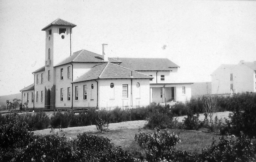 The Union Hall and gardens of the University of Fort Hare in 1930. (Wikimedia Commons)