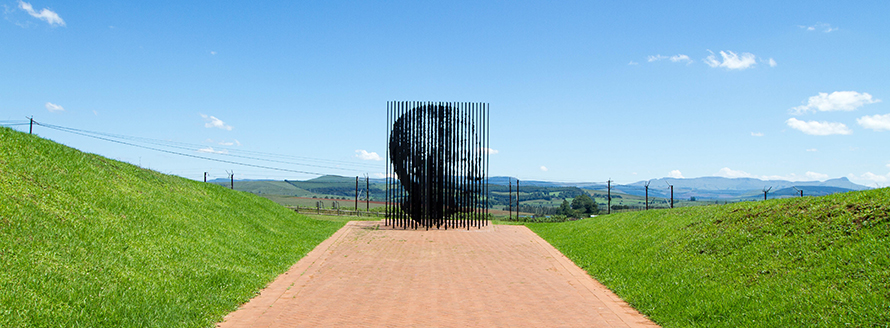 The site near Howick where Nelson Mandela was captured in 1962 is today marked by a steel sculpture of his face, which can only be clearly viewed from a specific angle. (Willem van Valkenburg, CC BY 2.0)