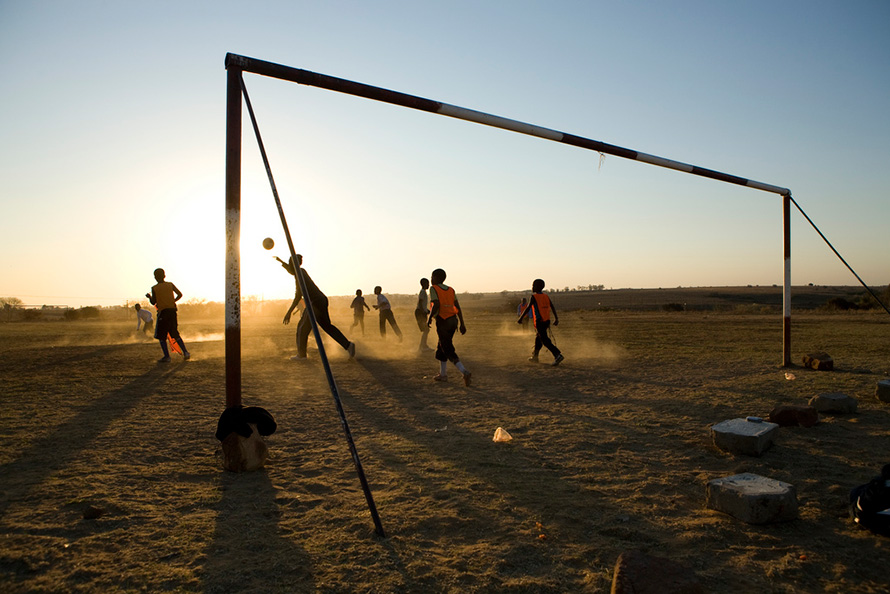 The Young Vaal Eagles under-14 football team train on a field near Deneysville, a town on the banks of the Vaal Dam in the Free State. (John Hogg, CC BY-NC-ND 2.0)