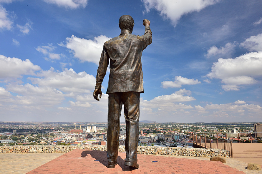 A statue of Nelson Mandela with his fist raised in the amandla salute overlooks the city of Bloemfontein. Naval Hill rises in the centre of the city and includes museums and a nature reserve. (South African Tourism, CC BY 2.0)